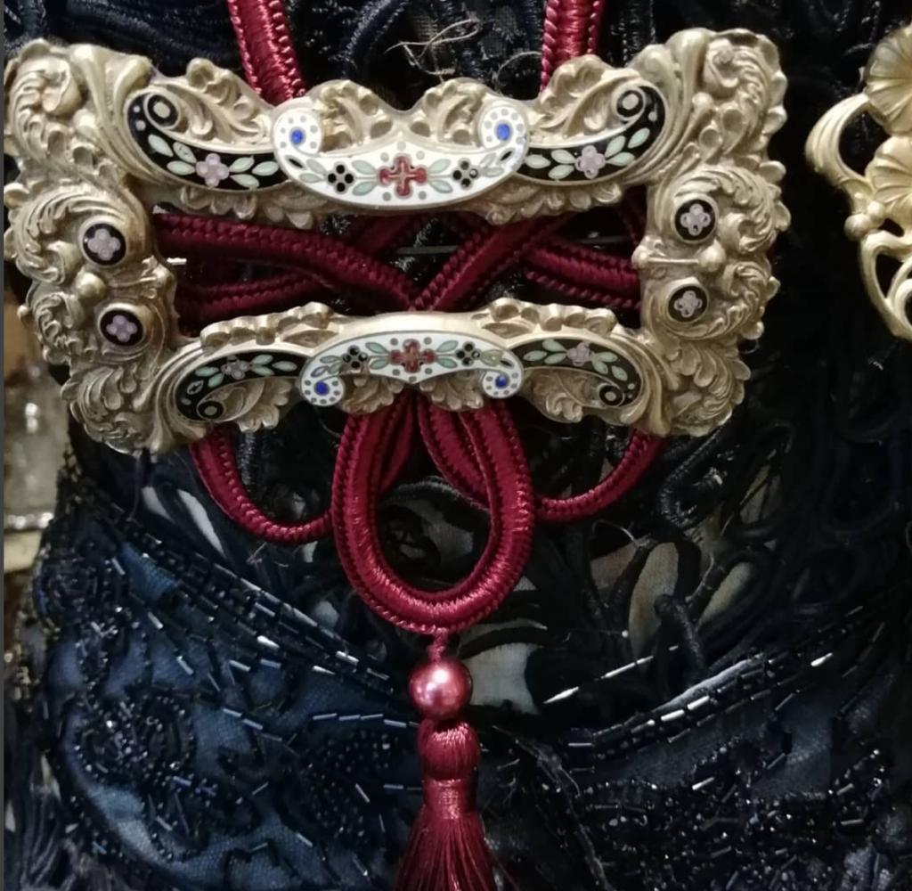Fibbia da cintura trasformata in collana